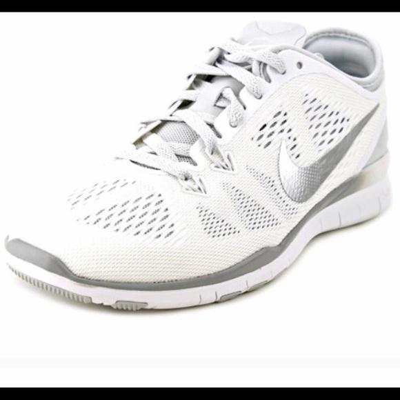53de4318168d Nike Women s Free 5.0 TR Fit 5 shoes NWOT. M 5c56529dbb7615a02d46c283